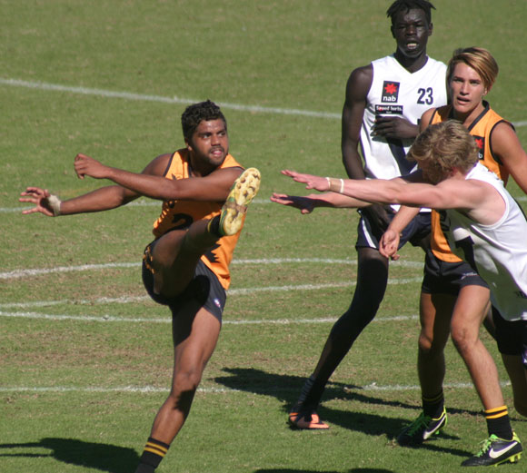 WA's Clem Smith drives his team forward at Fremantle Oval. Photo by Les Everett