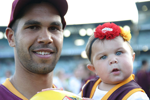 Shane Yarran kicked five goals for Subiaco and gained plenty of support. Photos by Les Everett