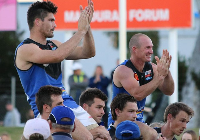 Both teams stayed on the field to farewell East Perth great Paul Johnson & Craig Wulff.